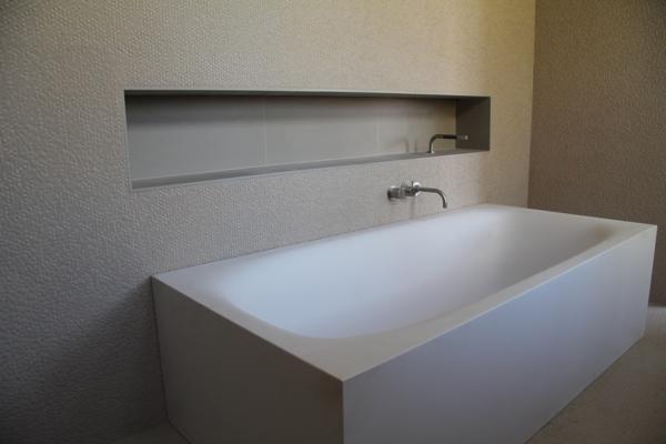 niche salle de bain baignoire id es novatrices de la conception et du mobilier de maison. Black Bedroom Furniture Sets. Home Design Ideas