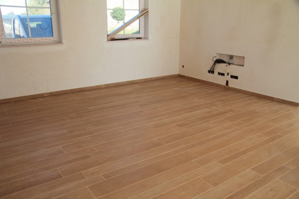 Carrelage fa on parquet sale de bain for Carrelage gris imitation parquet salle de bain